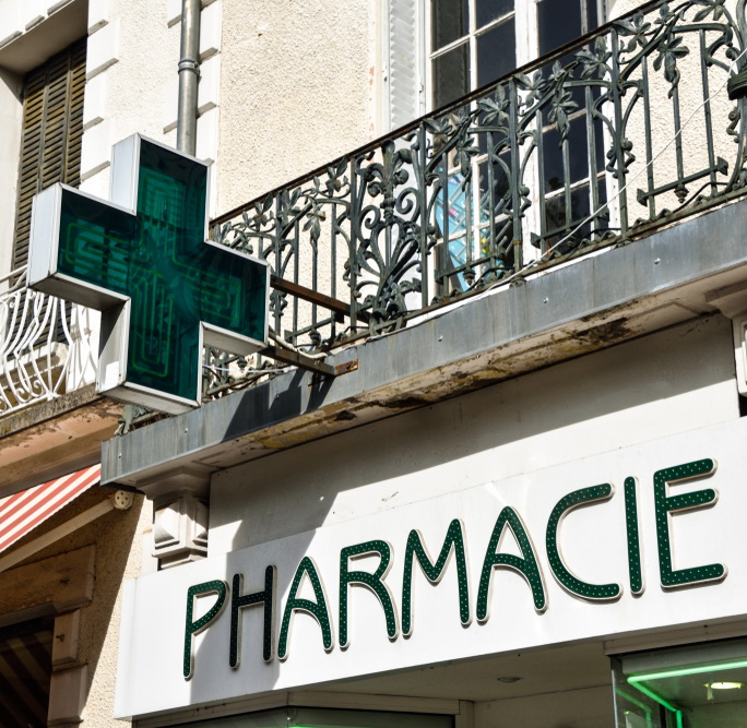 Farmacia servizi, farmacisti in Francia: sì pharmaceutical care, no e-commerce e Case salute